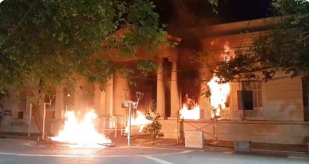 GRAVE: incendiaron la Legislatura de Mendoza