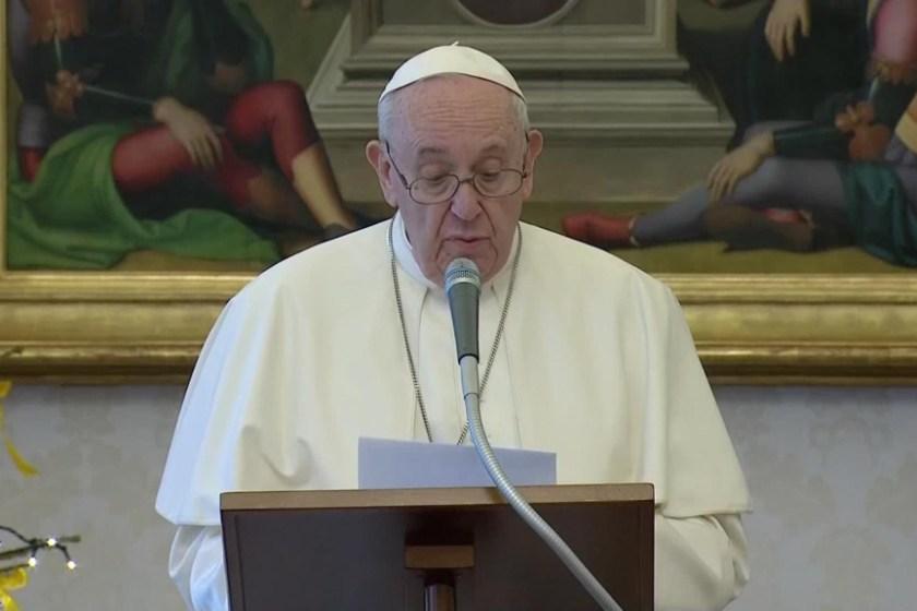 Francisco en ángelus: Para que 2021 sea un buen año, cuidemos un poco más a los demás