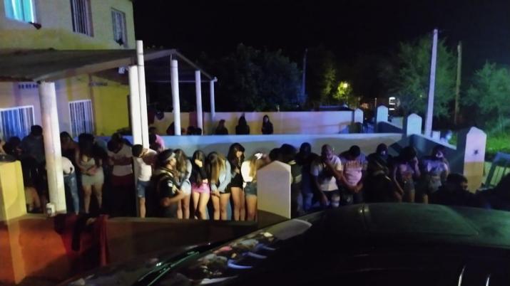 Jovenes detenidos en fiestas clandestinas en San Pedro y Amaicha