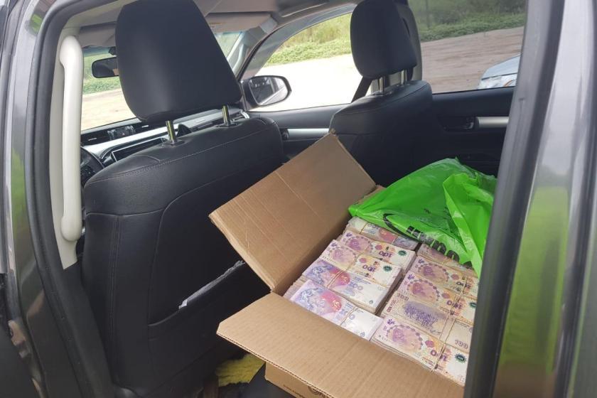 Tucumano transportaba en su camioneta más de $ 4 millones dentro de una caja
