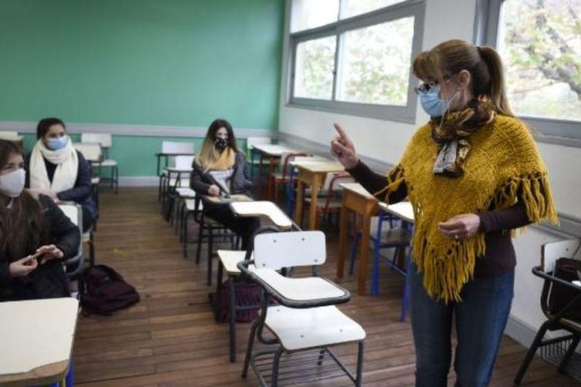 Los maestros serán vacunados para garantizar las clases en 2021