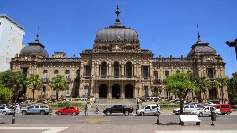 Tucuman: Una denuncia judicial por corrupción y lavado involucra a miembros del gabinete de Manzur