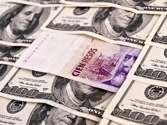 Un dólar débil y cada vez más devaluado podría favorecer a la Argentina (por Joaquín Espeche)