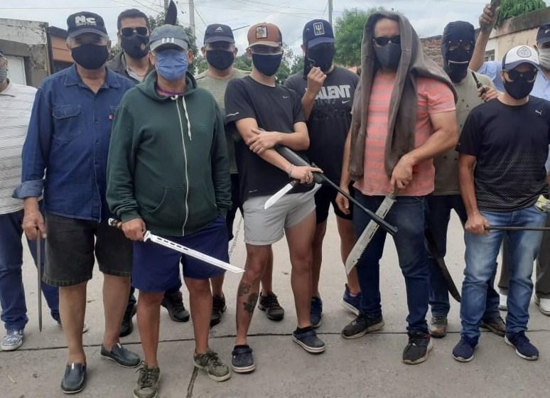 Mientras Manzur piensa en la reelección, los tucumanos comienzan a armarse para defenderse de la INSEGURIDAD
