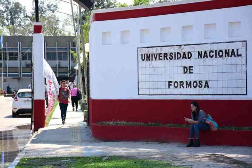 """"""" ESCANDALO EN FORMOSA """": Investigan a un alumno que aprobó ocho finales en 16 días"""