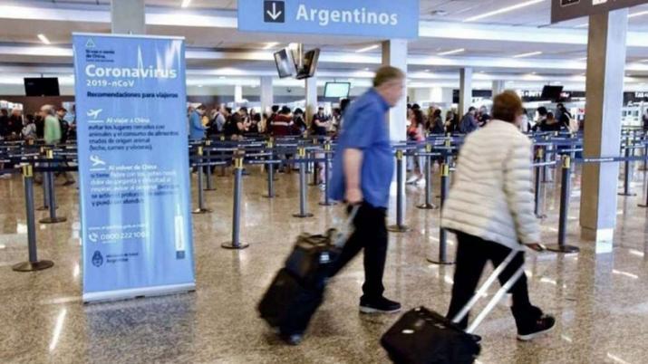 CORONAVIRUS EN ARGENTINA: Un avión que venía de Cancún aterrizó con 44 pasajeros contagiados