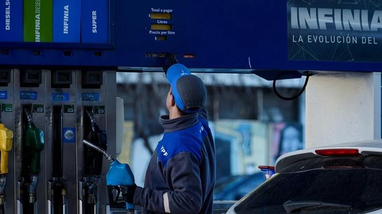 OTRO TARIFAZO ..Y VAN….:  YPF aumentó los combustibles un 6% desde este sábado