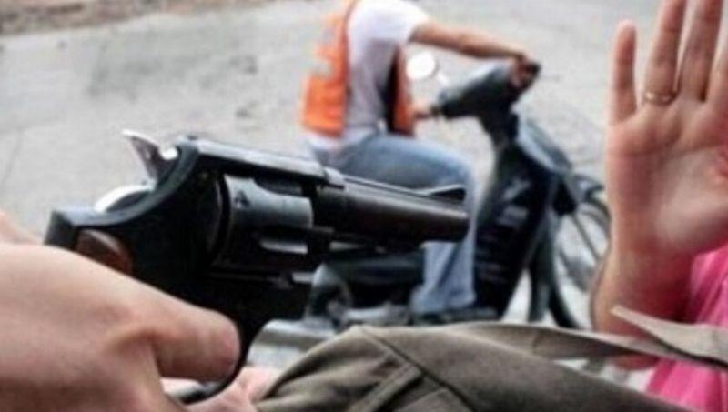 (VIDEO) La policía salva de linchamiento a Motochorros que chocaron luego de asaltar a una joven (VIDEO)