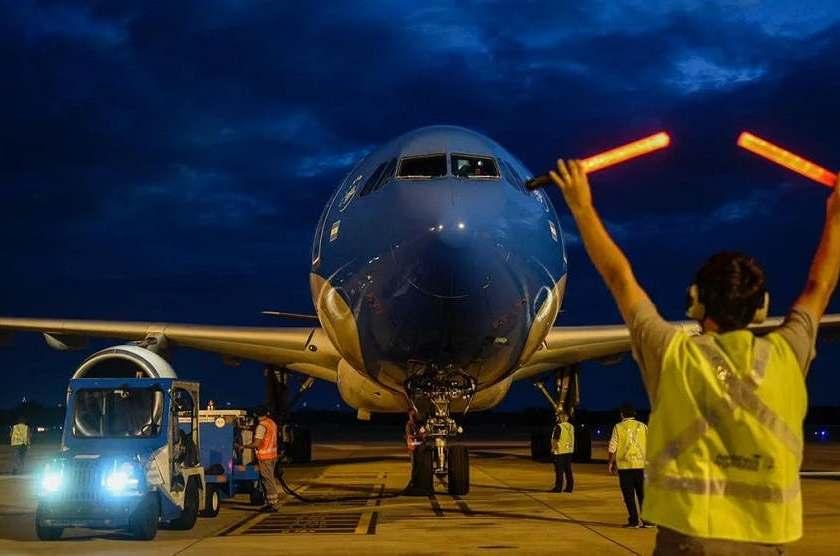 Un vuelo de Aerolineas Argentinas aterrizo con un millon de vacunas