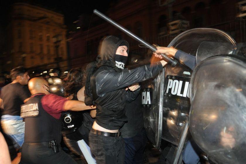 Se produjeron Incidentes en la Casa Rosada y Olivos durante la manifestación por las nuevas restricciones