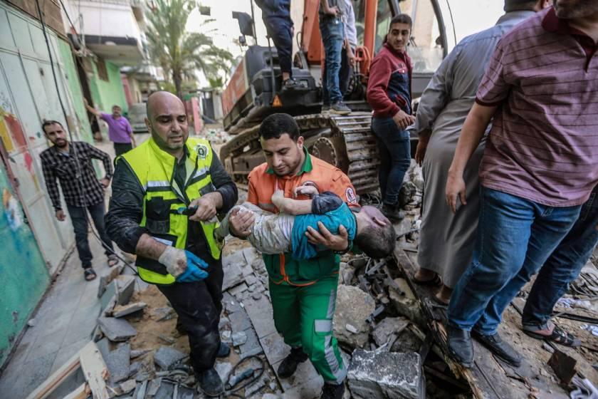 """""""MASACRE DE CIVILES """": Mueren decenas de personas en Gaza, entre ellas 10 niños, en un bombardeo de Israel"""
