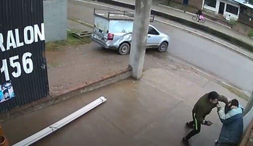 Inseguridad en Tucumán: joven empleado de un negocio de Villa Carmela se enfrentó a un ladrón armado(VIDEO)