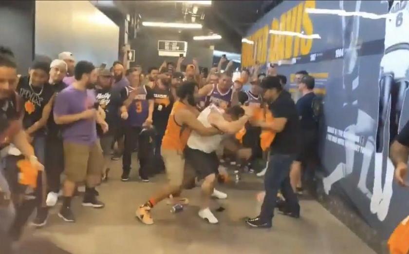 EE.UU: Batalla Campal entre barras bravas en el torneo de la NBA