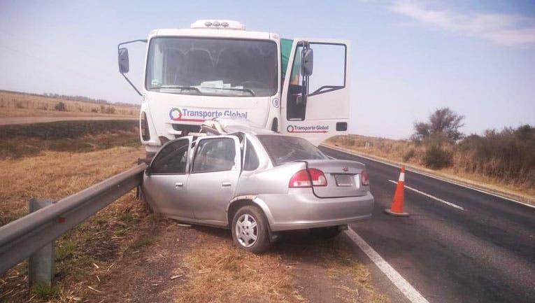 Tucumán: Hubo tres muertos en un choque entre un auto y un camión en la ruta 9, a la altura de Los Puestos