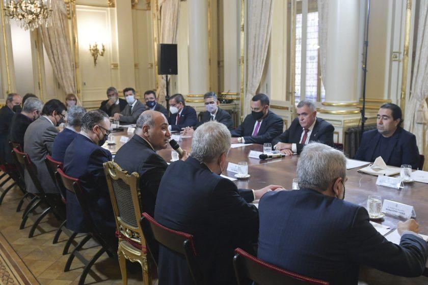 Jaldo y su gabinete junto a Manzur