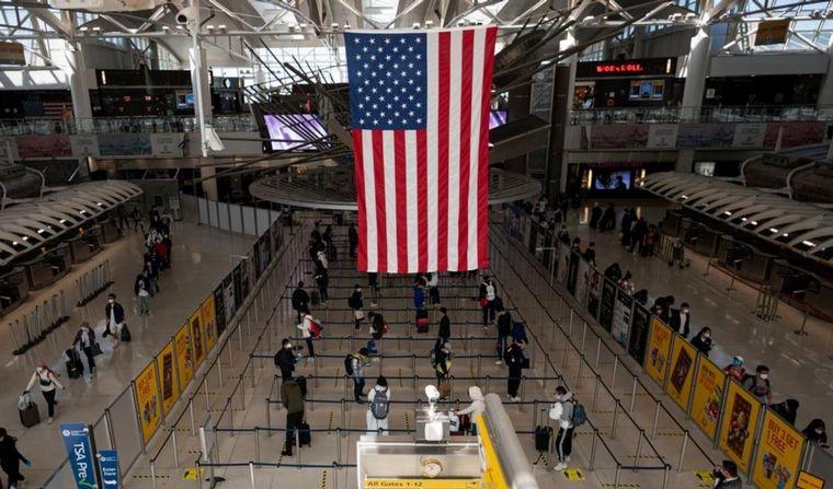 EE.UU. permitirá el ingreso sólo con dosis autorizadas por OMS