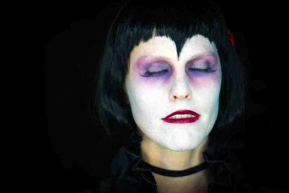 maquillarse en exceso