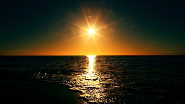 La imagen tiene un atributo ALT vacío; su nombre de archivo es oceano-noche.jpg