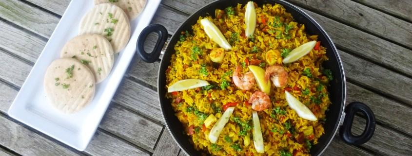 paella met kip, chorizo