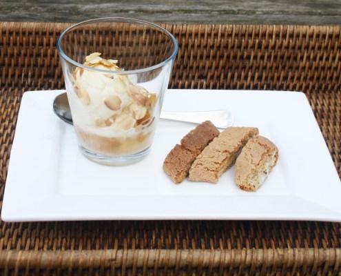 vanille-ijs met amaretto en amandel