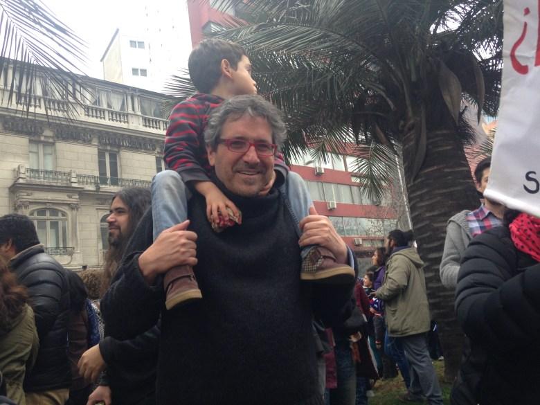 El alcalde de Huechuraba, Carlos Cuadrado, fue uno de los pocos políticos que se dejó ver en la marcha.