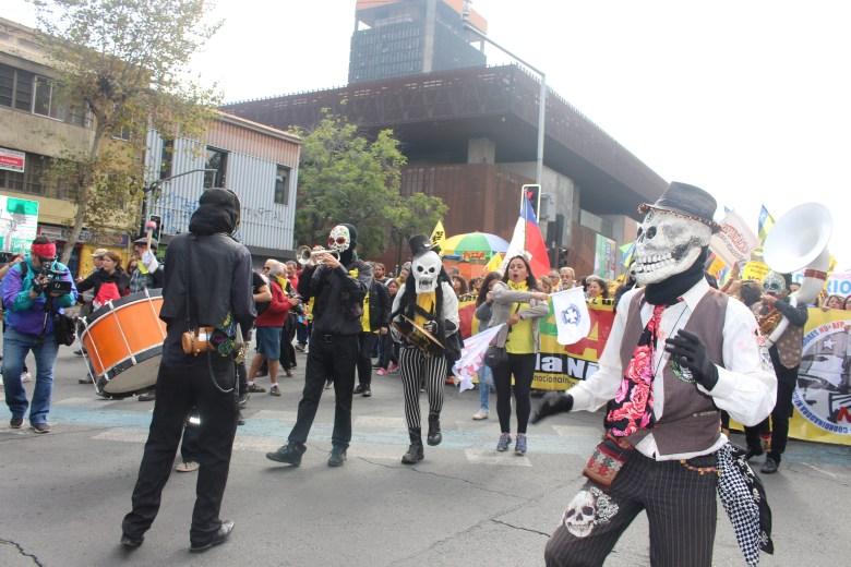Agrupaciones artísticas amenizaron el desarrollo de la marcha por la Alameda