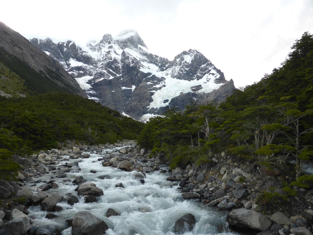 Glaciar y valle Cerro Paine Grande en Magallanes.