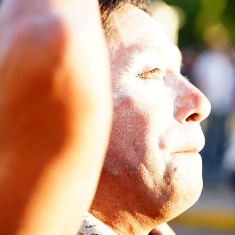 En Silencio. Manifestante en Plaza los Héroes de Rancagua.