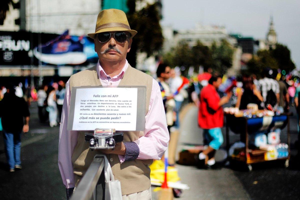 Jubilado protesta contra las AFP