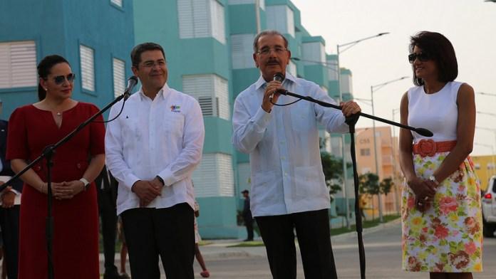 PRESIDENTES DE HONDURAS Y RD. EN LA BARQUITA