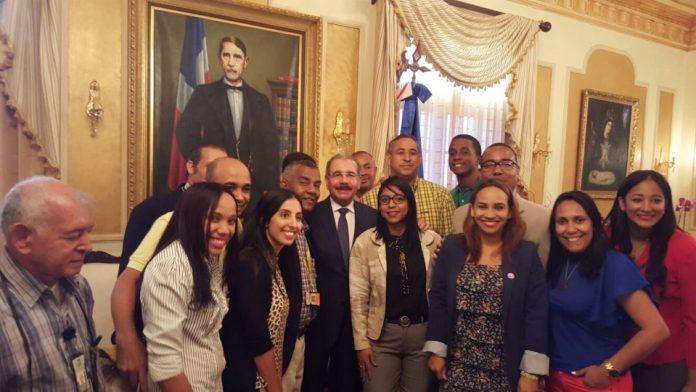periodistas-de-la-manana-felicitan-al-presidente