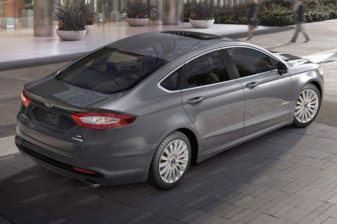 2017_Ford_Fusion_Hybrid_3