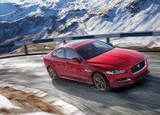 Jaguar-XE_AWD-2017-2