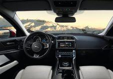 Jaguar-XE_AWD-2017-4