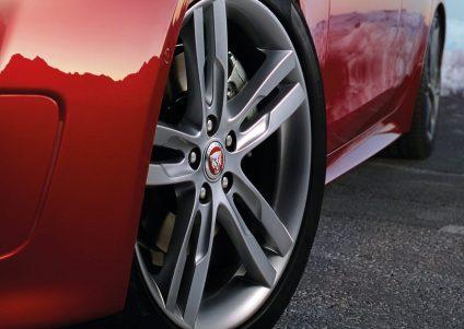 Jaguar-XE_AWD-2017-5