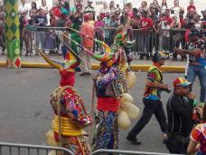 Desfile en la avenida Las Carreras