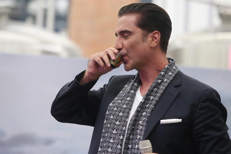 Alejandro Fernández niega problemas de alcohol tras incidente en concierto