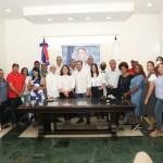 delegación completa de acroarte recibida por el alcalde abel martínez
