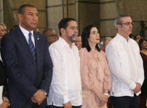 """Abinader felicita a los obispos por """"responsable y sensible"""" Carta Pastoral"""