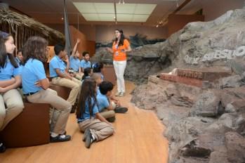 Estudiantes visitan Tesoros del Arte Taíno 1