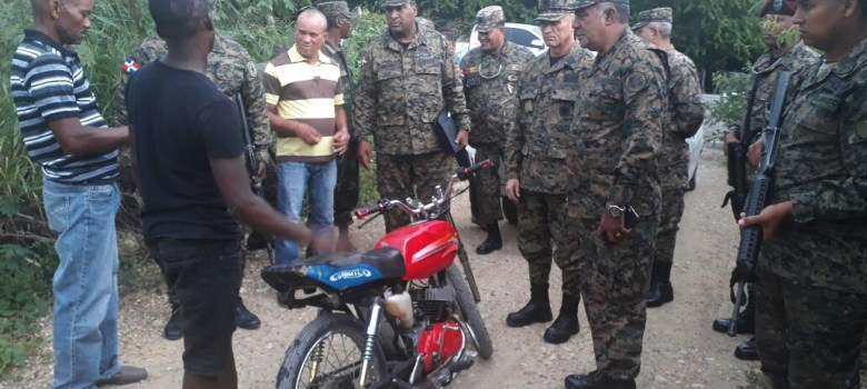 """Comandante General del ERD supervisa soldados de la Fuerza de Tarea """"Cerco Fronterizo"""""""
