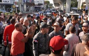Choferes paralizaron varias rutas en Santiago en protesta
