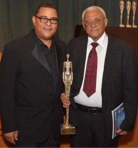 Negro Veras recibe reconocimiento