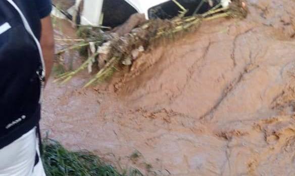 Rescatan 8 personas cayeron al río Tireo en Constanza