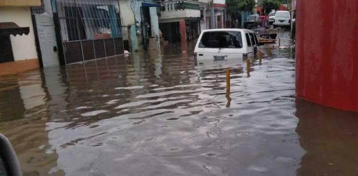 Reportan 200 viviendas anegadas por lluvias en Hoya del Caimito
