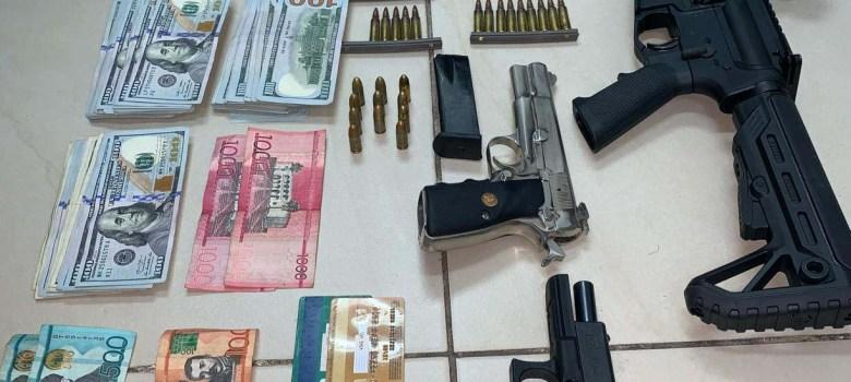DNCD ocupa fusil, armas cortas, dólares y apresa dos hombres
