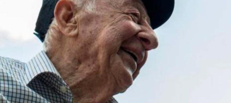 SANTO DOMINGO.-Murió este domingo a la edad, de 92 años, el empresario Enrique Armenteros Rius, creador de numerosas empresas y presidente de diversas entidades comerciales. Fue presidente fundador del Consejo Nacional de la Empresa Privada (Conep). Esta tarde el Conep, se unió a la familia Armenteros por el fallecimiento de Don Enrique, fundador y pasado presidente de esa institución durante el periodo 1965-1967 y miembro honorífico del Comité de Medio Ambiente en el año 2015. Fue presidente de la Fundación Dominicana de Desarrollo en el período de 1978-1979 Creó la Fundación Progressio, referente de gestión ambiental eficaz, cuyo principal proyecto es la Reserva Científica de Ébano Verde, el primer caso de grupo privado manejando un área pública en el país. Estuvo casado con Charo Martínez Aviar, de cuya unión nacieron: Teresa, María Antonieta, Martha, Marisol y Mónica.