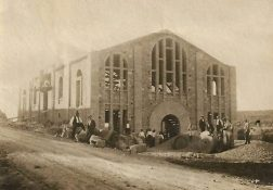 L'edifici de la Cooperativa, només l'esquelet (foto cedida per Ma. Carme Guiu)