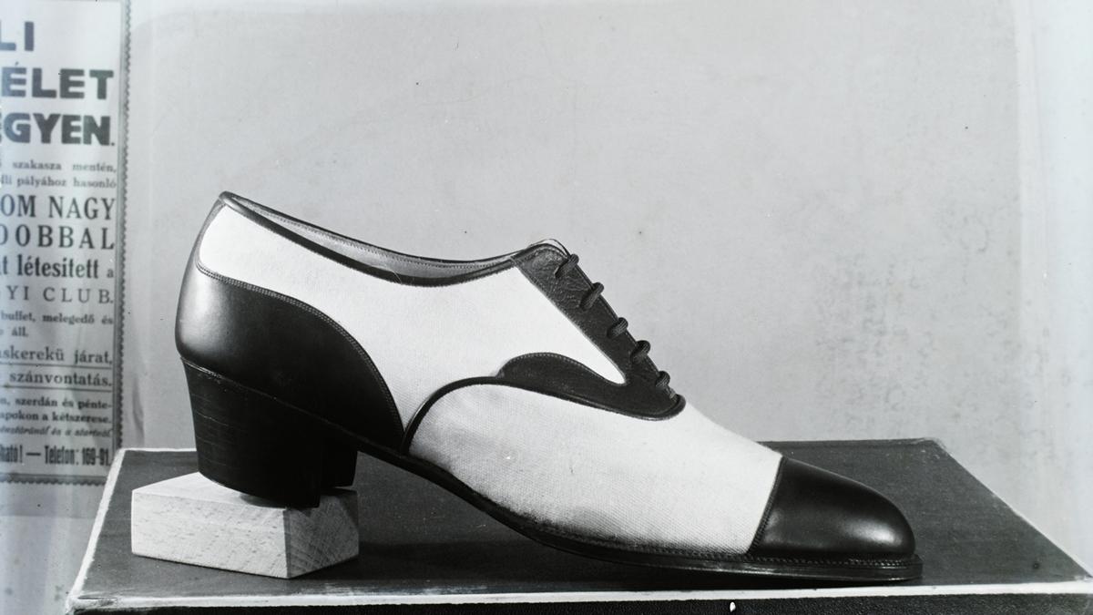 Félcipő egy 1929-ben készült fotón (Forrás: Fortepan/Háberl Aladár felvétele)