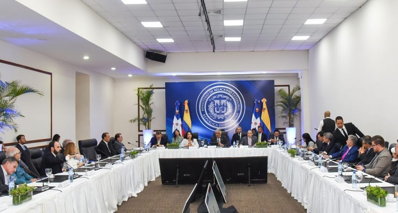 Canciller dominicano Miguel Vargas preside reunión de trabajo con empresarios colombianos. Foto cortesía